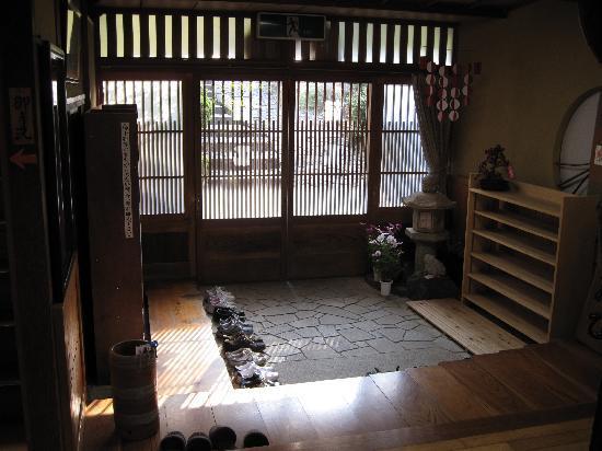 เรียวกัง ฟุจิโอโตะ: Entrance