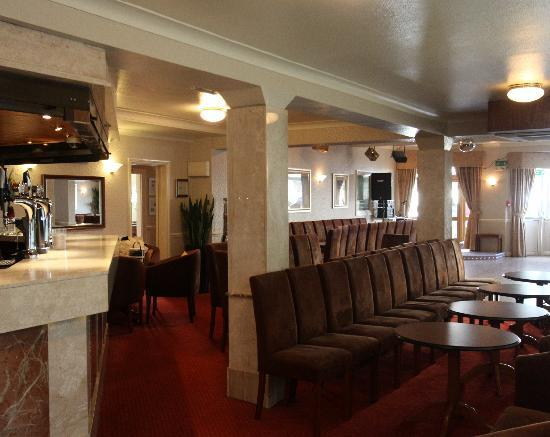 Queens Hotel: Our well stocked Bar