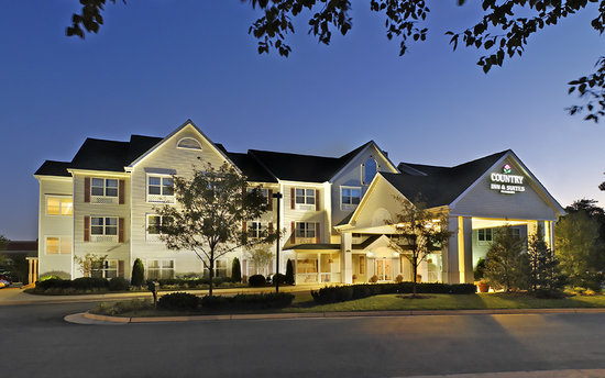 Country Inn & Suites By Carlson, Washington Dulles International Airport: Dulles hotel with a bed and breakfast feel!