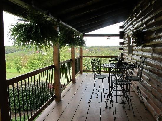 Sunrise Cabin Bed And Breakfast : Comfortable porch with spectacular views