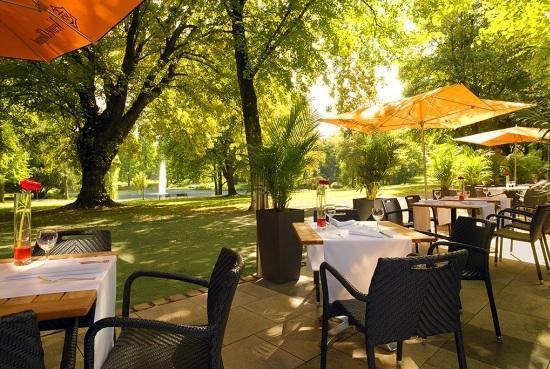 Restaurant am Park im Sheraton Essen Hotel: Sommer Terrasse