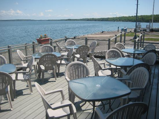 The Lighthouse Grill : The Patio