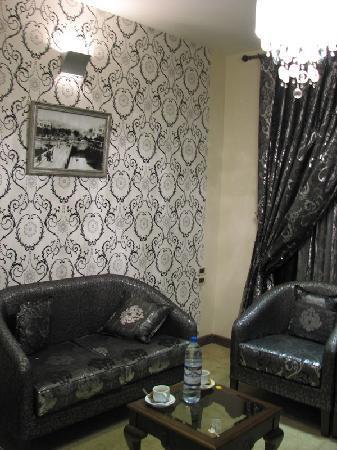 Noria Hotel: suite sitting room