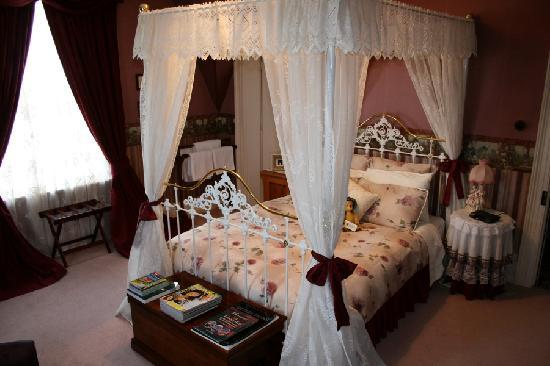 Lisburn House Luxury Victorian Room Four Poster Bed And Ensuite