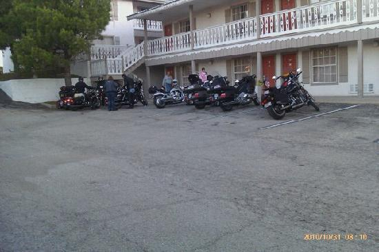 Best Western Sunday House Inn: Great parking for the bikes!