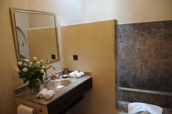 Riad Atman : Turiya's bathroom