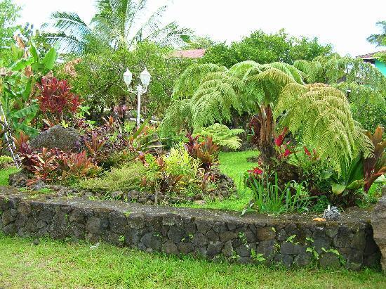 JoMama's Pahoa Town Hostel: shared spaces