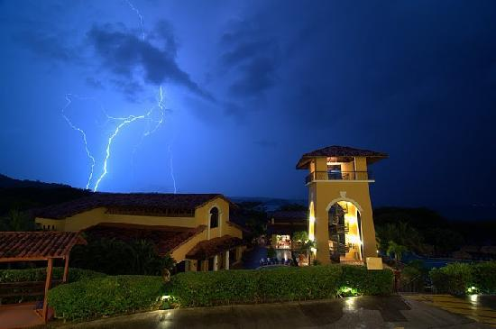 Allegro Papagayo: Here is the view from our Hotel Room during a storm (it is the rainy season)