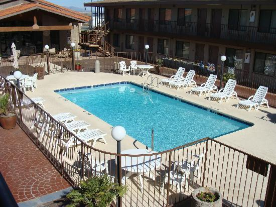 BEST WESTERN Quail Hollow Inn: Pool