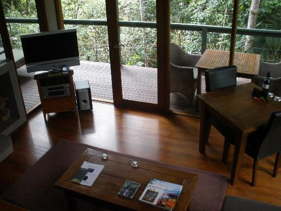 Crystal Creek Rainforest Retreat: Looking down from the mezzanine bedroom to the lounge