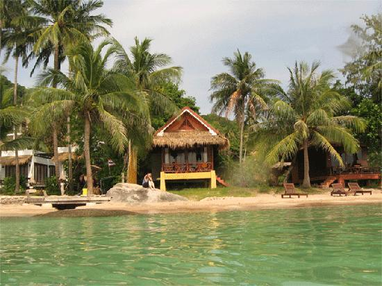 Palm Leaf Resort : My bungalow from the water