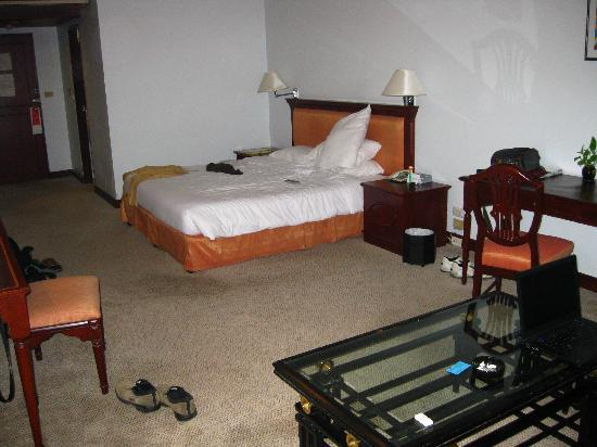 Tai-Pan Hotel: Our deluxe room
