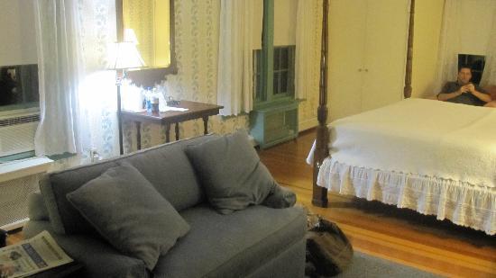 York Harbor Inn: large guest room