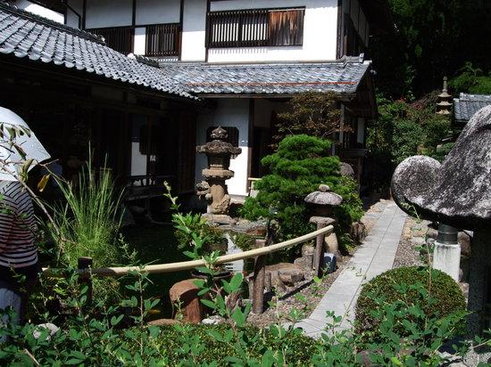 Matsue, Japan: お蕎麦屋さんの庭もこんなに立派
