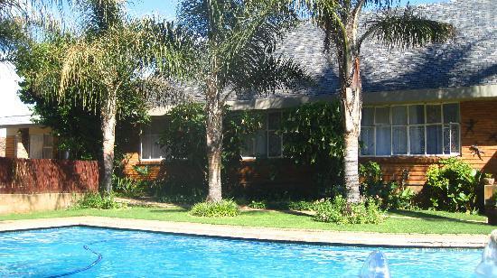 Sunrock Guesthouse: Lovely garden area