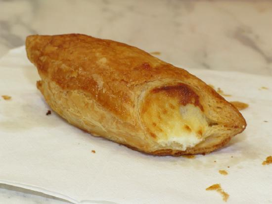 Porto's Bakery & Cafe: cheese roll, it's sweet and delicious!