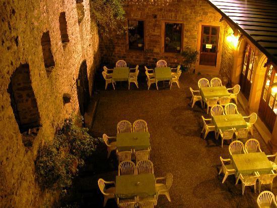 Burg Hohenbaden: Althes Schloss courtyard sitting area