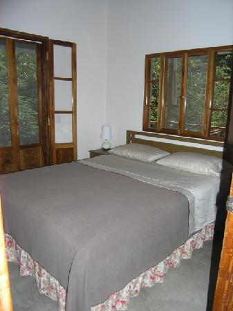 La Via Verde - Organic Farm and B&B : bedroom
