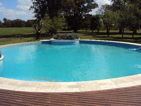 Estancia El Ombu de Areco: Una de las piscinas espectacular!