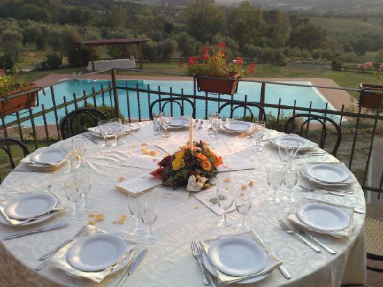 Agriturismo La Vecchia Fattoria: tavolo all'aperto