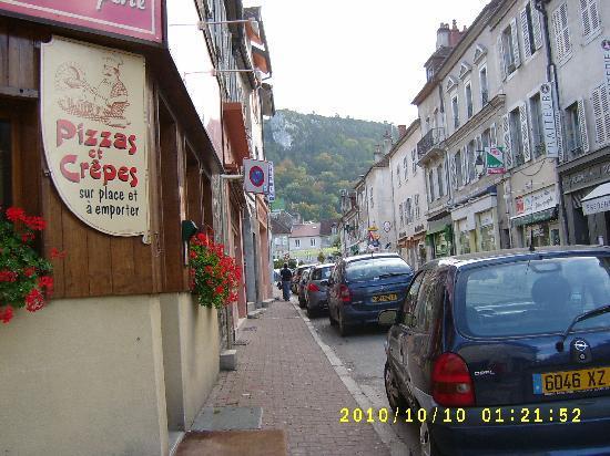 Hotel Restaurant Les Charmilles: Hauptstraße von Poligny