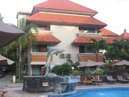 White Rose Kuta Resort, Villas & Spa: Our room from the pool