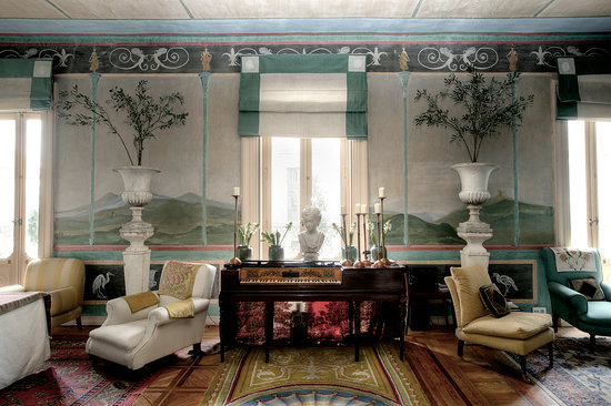 Casa de Madrid: Roman Salon