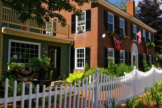 Plymouth, NH: Historic Federal House Inn