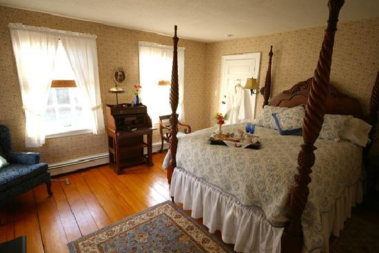 Plymouth, NH: Guest Room