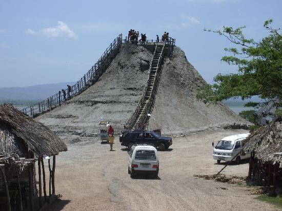 บาร์รันกียา, โคลอมเบีย: Volcan Totumo, prêt pour le bain de boue ?