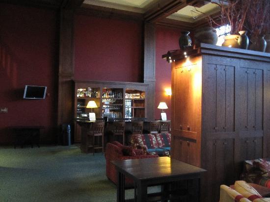 Holiday Inn Pewaukee: Lobby bar