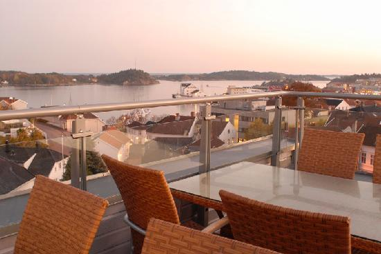 Scandic Grimstad: Terrace outside suite with a view over Grimstad