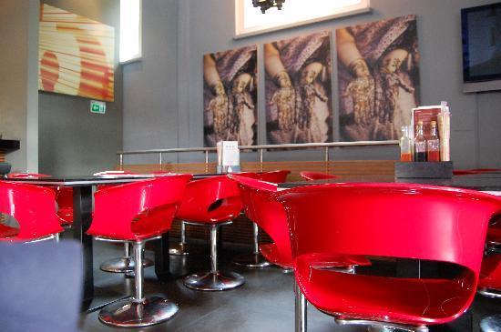 Monkeys Nudels Bar e.K.: l'interno