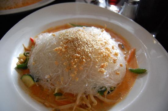 Monkeys Nudels Bar e.K.: Spaghetti di riso con salsa di latte di cocco e sesamo