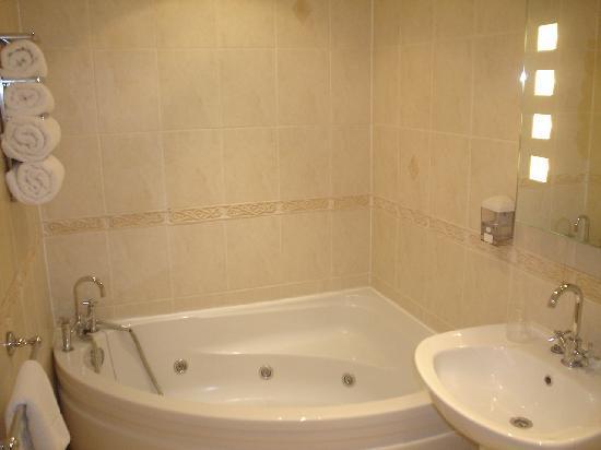 Tiffany's Hotel Blackpool: Jacuzzi baths available