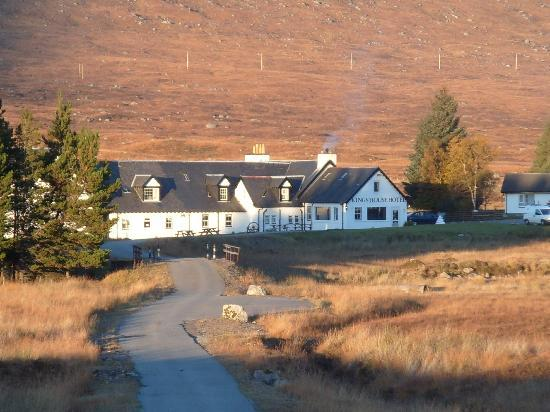 Kings House Hotel: The Kingshouse from the road
