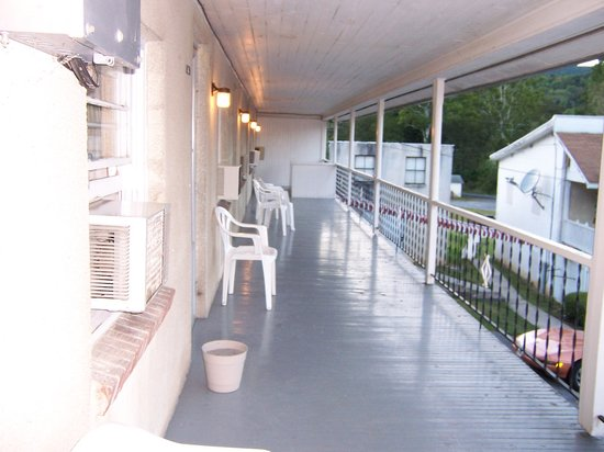 Thompson's Motel: Outside porch to relax on
