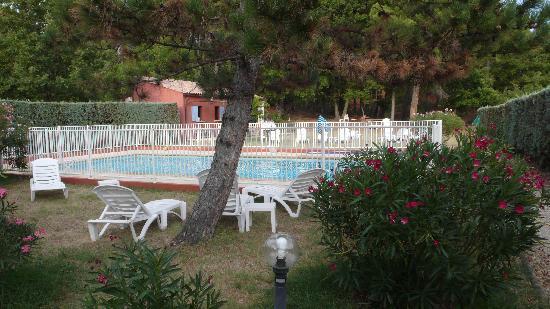 La Petite Auberge de Roussillon : La piscine