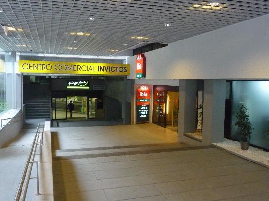 Ibis Porto Centro: Front Entrance