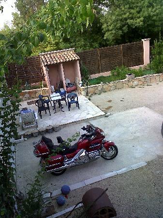 La villa Morena: Parking cool pour la Moto