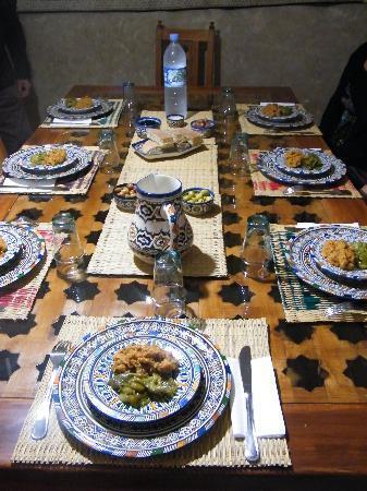 Dar KamalChaoui: Une jolie table