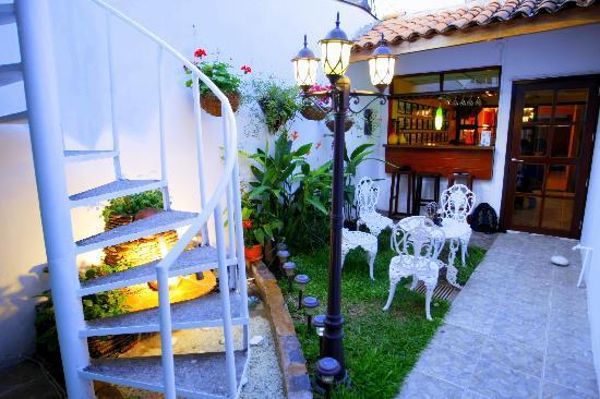 Hotel Tazumal House: GARDEN