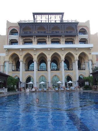 Shangri-La Hotel, Qaryat Al Beri, Abu Dhabi: The Infinity pool