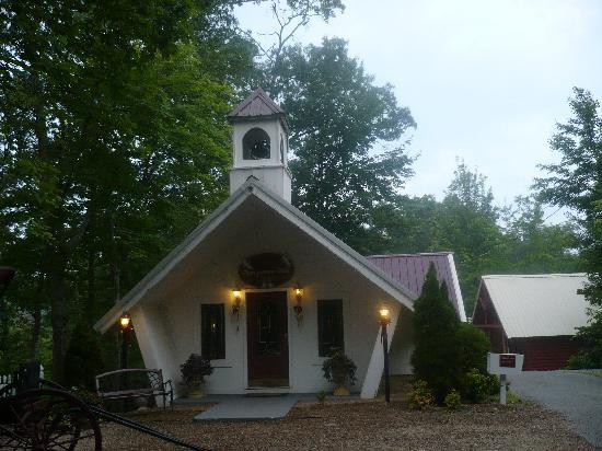 Honeymoon Hills Gatlinburg Cabin Rentals: The Chapel