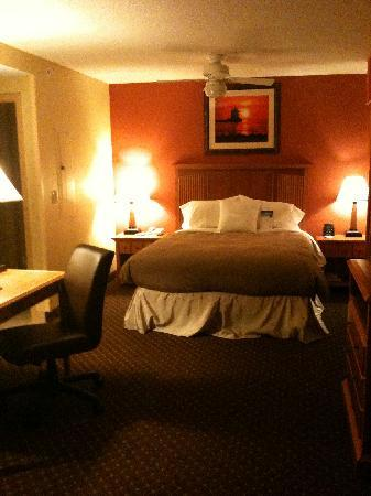 Homewood Suites by Hilton Cleveland-Solon: desk/bed in great room