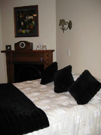 Aroha Mountain Lodge: Comfortable bedroom