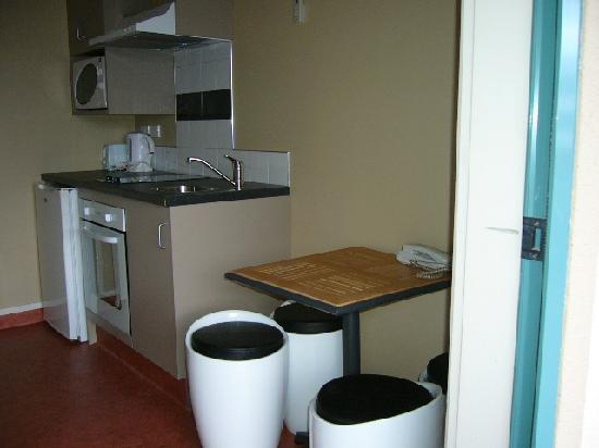 Astray Motel: Double bed & bunk studio