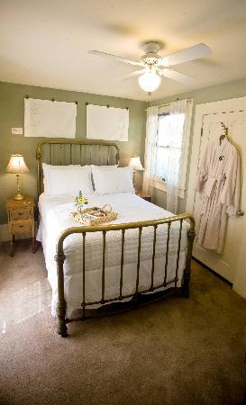 The Cooper House Bed & Breakfast Inn: The Zinfandel Suite double bed with private sitting room