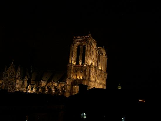 Hospitel-Hotel Dieu Paris : View from our window at night