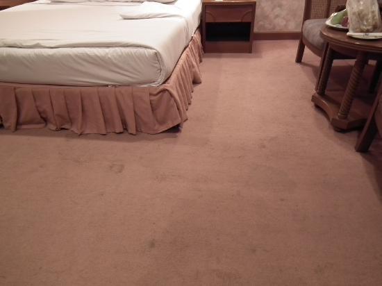 Nongkhai Grand Hotel's dirty carpet